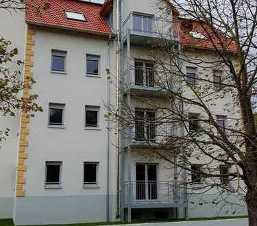Alles neu: Grosszügige 4 Zimmer Wohnung mit Wohnküche und Balkon