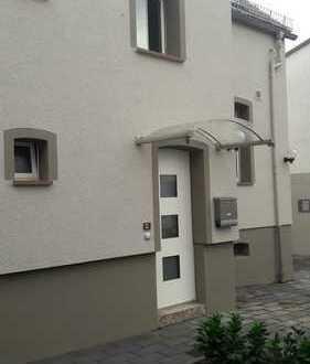 Frisch renovierte Doppelhaushälfte mit Charme im Ortskern von Wiesbaden-Schierstein zu vermieten