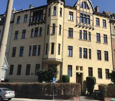 ALLES NEU! Bald fertig: geräumige 2-Raumwohnung in der Südstadt! Balkon und Bad mit Wanne & Fenster!