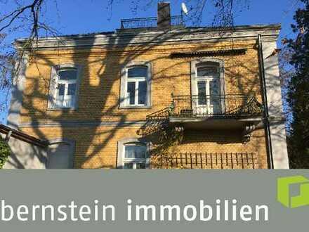 Bensberg: Altbau-Wohnung in zentraler Lage