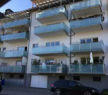 Moderne 2-Zimmer-Wohnung mit 2 großen Balkonen und Einbauküche in Freilassing