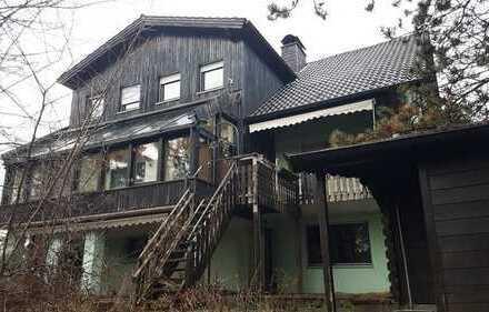 Hier gibt es viel Haus für´s Geld: großzügiges Zweifamilienhaus in ruhiger Wohnlage