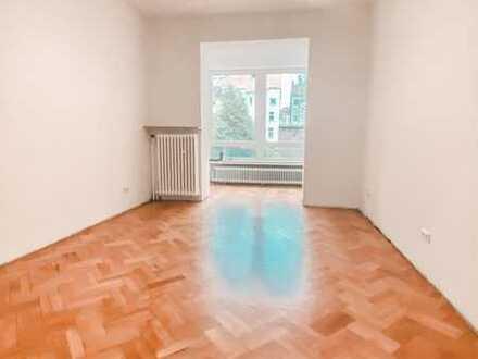***WG-geeignet-Sanierte-Wohnung im sanierten Haus mit Laminat,Parkett, neuem Wannenbad, Wohnküche***