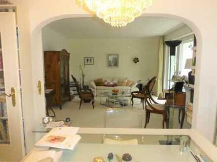2 Zimmerwohnung mit Küche und Balkon in Oberrad