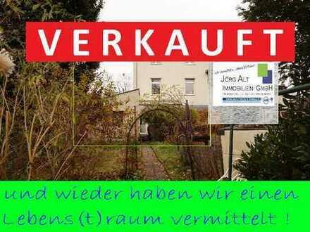 Ärmel hoch - Zweifamilien-Doppelhaushälfte für Investitionsfreudige !