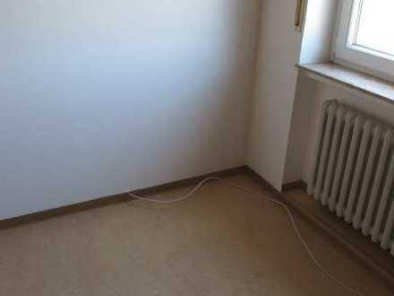 helle 2-Zimmer-Wohnung mit EBK