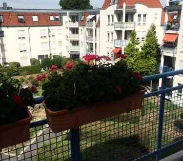 Attraktives 3-Zimmerdachgeschoß mit 2 Balkonen und neuem Fußbodenbelag in Laubegast zu vermieten!
