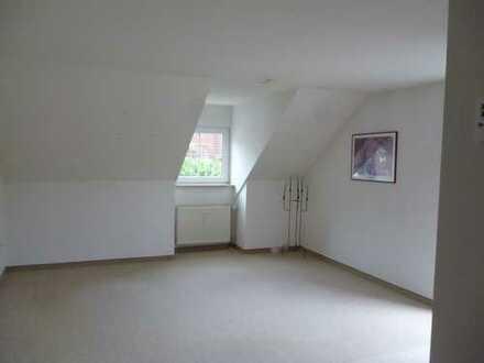 Attraktive 2-Zimmer-DG-Wohnung mit Balkon