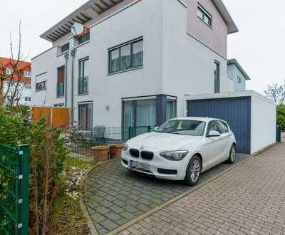 Neuwertige 5-Zimmer-Doppelhaushälfte in Heddernheim Mertonviertel mit 2x Terrassen und Garten