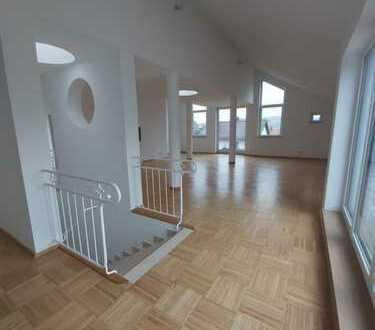 Außergewöhnliche geräumige 5-Zimmer-Wohnung mit Loggia in Wald-Michelbach OT