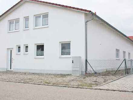 Hochwertige und massive Halle + Stellplätze und EFH mit 3 Garagen in Graben-Untermeitingen