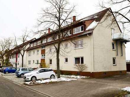 Ideale 4 Zimmerwohnung mit Balkon, Stellplatz und Garage