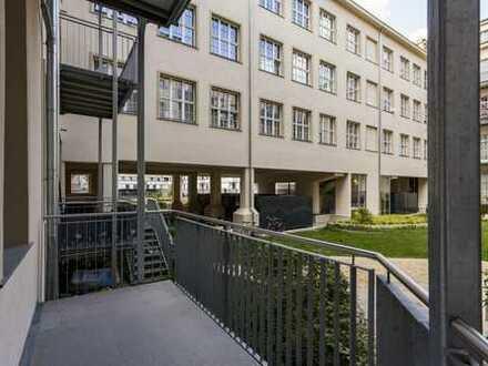 Ab Mitte September: Hoflage | Balkon+ Grünanteil | Einbauküche | 2 Bäder | Parkett