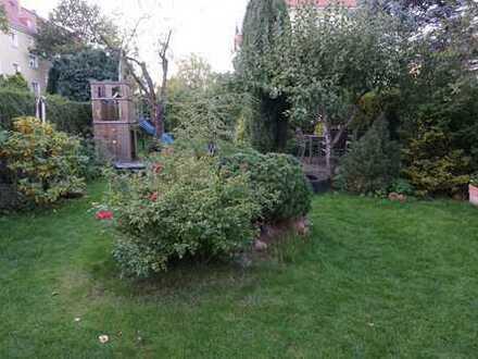 Ein oder zwei Zimmer in 3er WG mit Garten, eigener Miniküche und eigenem Bad, große Gemeinschaftsküc