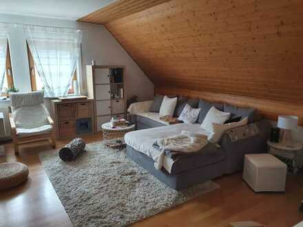 Gepflegte 2,5-Raum-Wohnung mit Balkon und Einbauküche in Nussloch