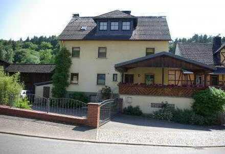 Schönes, geräumiges Einfamilienhaus mit ELW am Ortsrand gelegen