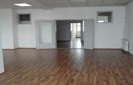 Moderne Bürofläche im Zentrum von Nellingen, ideal für Praxis, Ingenieure, Architekten uvm