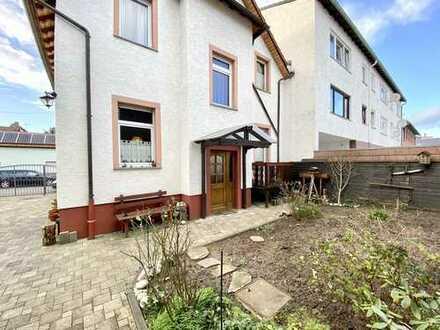 Für Selbstrenovierer - Einfamilienhaus mit kleinem Garten, Garage und Hof in F-Schwanheim