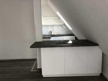 *Provisionsfrei in Bilk* – Erstbezug sanierte 4-Zimmer-DG-Wohnung – Einbauküche – 3 Bäder