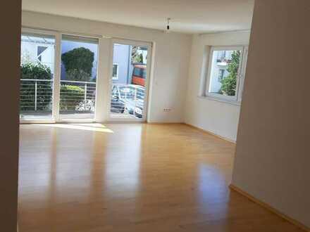Geschmackvolle Erdgeschosswohnung mit zwei Zimmern sowie Balkon und Einbauküche in Böblingen