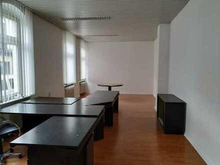 geräumiges Büro im Erdgeschoss - getrennte WC-Räume, Küche, 5-Räume