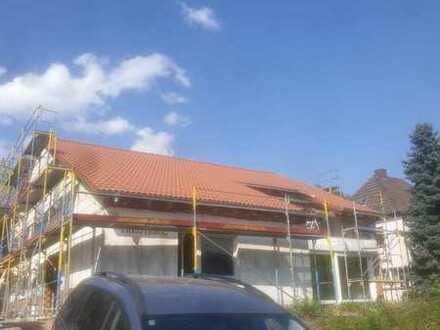 Erstbezug nach Kernsanierung: stilvolle 2-Zimmer-Wohnung mit Balkon und Wintergarten