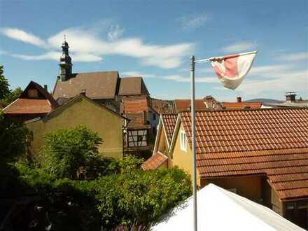 Erstbezug: 3-Zi-Maisonette-Whg mit Terrasse, EBK, TGL-Duschbad im Herzen von Gernsbach, Stellplatz