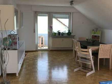 Lichtdurchflutete 3 Zimmer Dachgeschosswohnung 86m² mit Balkon und Gartennutzung