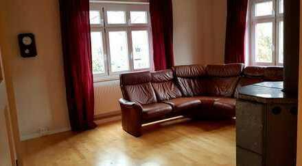 Stilvolle 3,5-Zimmer-Hochparterre-Wg in alter Villa mit Terrasse, EBK , Carport