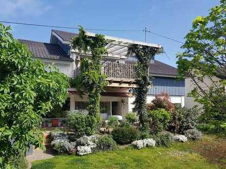 Wohnen in exklusiver Nachbarschaft! Zweifamilienhaus in Randlage von Walldorf