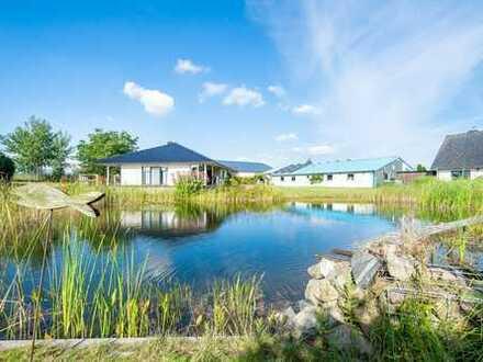 Modernes Einfamilienhaus mit großer Halle, Teich und Weitblick in ruhiger Sackgassenlage von Hohn