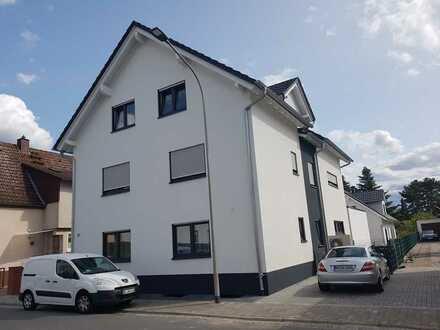 Schöne, geräumige drei Zimmer Wohnung in Griesheim