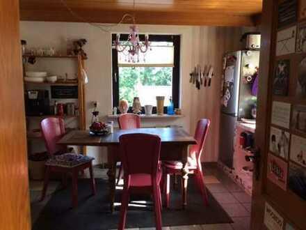 Preiswerte 2-Zimmer-Wohnung mit Terrasse und Einbauküche