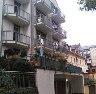 Lichtdurchflutete Wohnung mit 4 Balkonen in ruhiger Lage