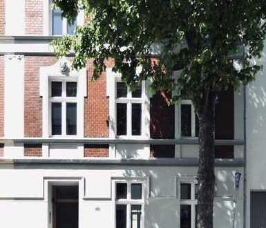 helle Altbauwohnung Park- Zentrums- und Bahnhofsnah in ruhiger baumbestandener Seitenstrasse