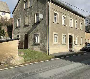 Ländliches Bauernhaus mit großer Scheune, alter Schmiede und viele Nebengelass zu verkaufen !