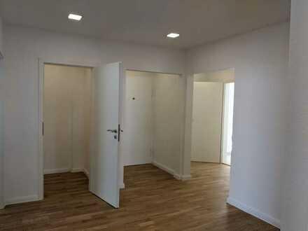 Erstbezug nach Sanierung: Helle 3 Zimmer Wohnung mit Balkon