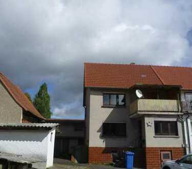 Doppelhaushälfte mit Anbau, Scheune und weiterem Haus zu verkaufen