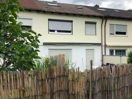Familienfreundliches Reihennmittelhaus in Germering