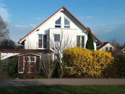 1A-Lage: DHH mit fünf Zimmern in Altshausen, Einzugsgebiet Ravensburg