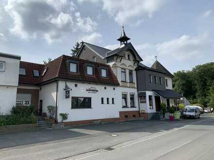 Renommiertes Hotel-Restaurant mit zwei Wohnhäusern in Arnsberg-Voßwinkel