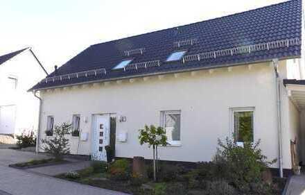 Traumhafte EG-Wohnung, hell, großzügig und modern in gepflegtem Zweifamilienhaus