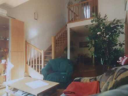 Gepflegte 3,5-Zimmer-Maisonette-Wohnung mit Balkon und Einbauküche in Suhl