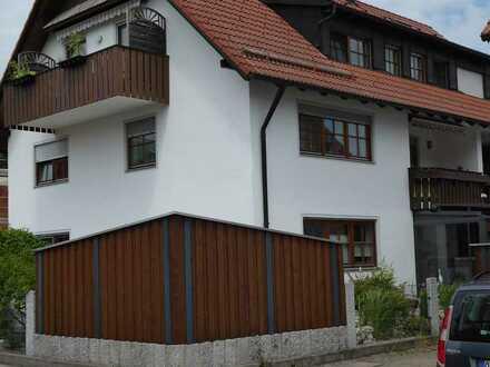 Modernisierte Wohnung mit drei Zimmern sowie Balkon und Einbauküche in Kaufbeuren