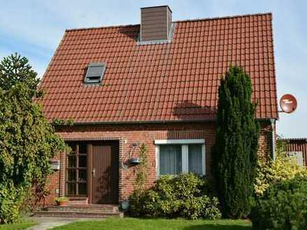 ~~Schönes Einfamilienhaus mit großem Obstgarten in ruhiger Lage~~