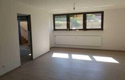 Sanierte lichtdurchflutete Büro-/Praxisräume mit Bad, Gäste-WC, Parkmöglichkeiten