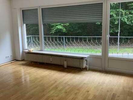 Modernisierte Wohnung mit drei Zimmern sowie Balkon und EBK in Aachen im Aachener Südviertel