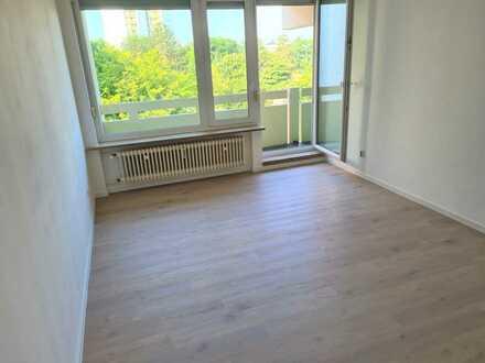 Modernisierte helle 2,5-Raum-Wohnung mit großem Balkon in Nbg.-Langwasser