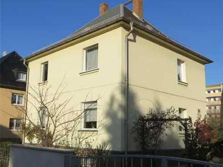 Zentrumsnah in Coswig: Villa 148m² auf 820m² Grundstück mit Doppelgarage, Pool und Nebengelass
