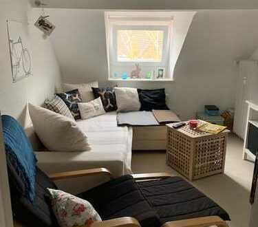 Gepflegte 2-Zimmer Dachgeschoss-Wohnung in Köln-Braunsfeld